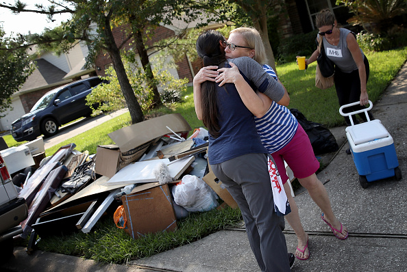 Assistance「Houston Area Begins Slow Recovery From Catastrophic Harvey Storm Damage」:写真・画像(6)[壁紙.com]