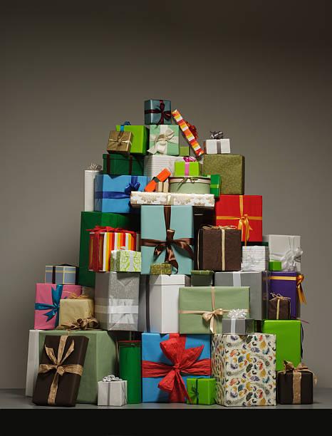 Gifts in pile:スマホ壁紙(壁紙.com)