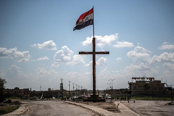 Crucifix「Iraqi Christians Attend Easter Service」:写真・画像(5)[壁紙.com]