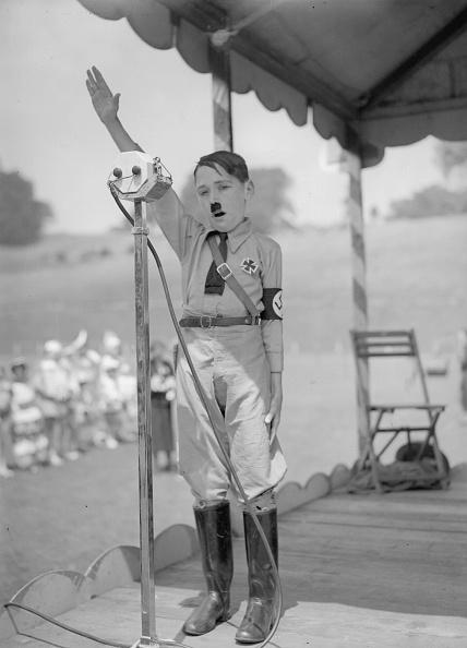 Costume「Mini Hitler」:写真・画像(6)[壁紙.com]