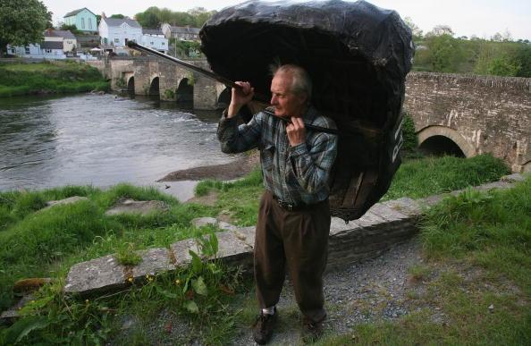 Rowboat「Coracle Fishermen Face An Uncertain Future」:写真・画像(1)[壁紙.com]