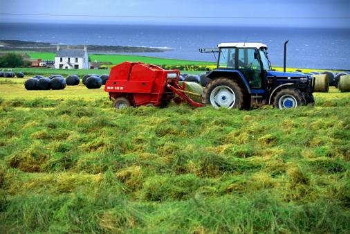 Effort「Tractor in wheat field」:スマホ壁紙(4)