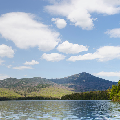 Adirondack Mountains「USA, New York, Whiteface Mountain seen across Lake Placid」:スマホ壁紙(15)