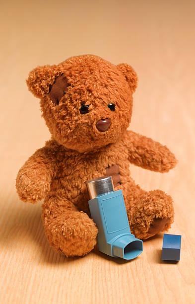 Teddy with child's inhaler:スマホ壁紙(壁紙.com)