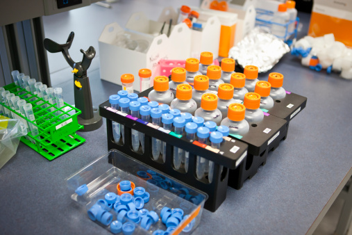 Oncology「Test tubes and bottle samples on a lab bench」:スマホ壁紙(17)