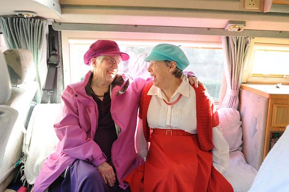 Senior Women「Elaine And Anne Gomez」:写真・画像(4)[壁紙.com]