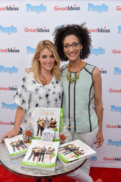 """Publication「PEOPLE Magazine's """"GREAT IDEAS"""" Food Truck Hits The Road With The Chew's Carla Hall And Daphne Oz At Madison Square Park In NYC」:写真・画像(17)[壁紙.com]"""