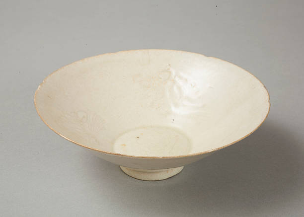 Lobed bowl with qingbai glaze with carved floral design made in the Northern Song dynasty:ニュース(壁紙.com)