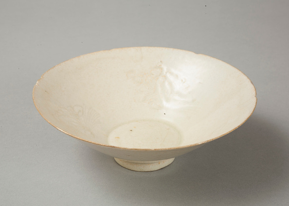 Crockery「Lobed bowl with qingbai glaze with carved floral design made in the Northern Song dynasty」:写真・画像(15)[壁紙.com]