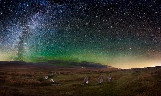天の川「Scorhill Stone Circle at Night」:スマホ壁紙(19)