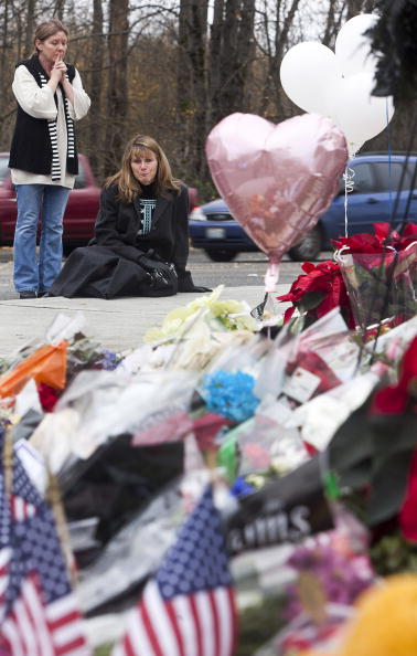 Place of Worship「Memorial Shrine For Four Police Officers Gunned Downed In Washington State Coffee Shop」:写真・画像(14)[壁紙.com]
