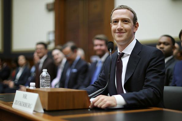 Mark Zuckerberg「Facebook CEO Mark Zuckerberg Testifies Before The House Financial Services Committee」:写真・画像(17)[壁紙.com]