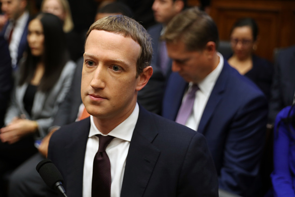 Chip Somodevilla「Facebook CEO Mark Zuckerberg Testifies Before The House Financial Services Committee」:写真・画像(13)[壁紙.com]