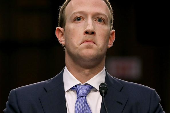 Mark Zuckerberg「Facebook CEO Mark Zuckerberg Testifies At Joint Senate Commerce/Judiciary Hearing」:写真・画像(9)[壁紙.com]