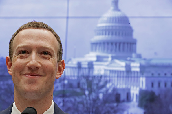 Smiling「Facebook CEO Mark Zuckerberg Testifies At House Hearing」:写真・画像(13)[壁紙.com]