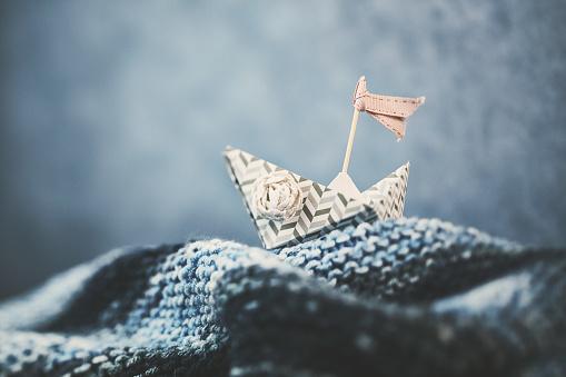 Storytelling「Handmade origami boat on handmade waves」:スマホ壁紙(6)