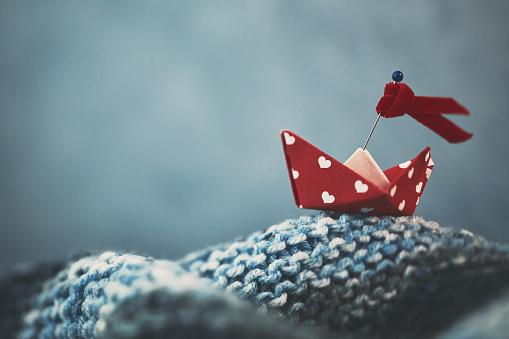 Paper Craft「Handmade origami love boat on handmade waves」:スマホ壁紙(5)