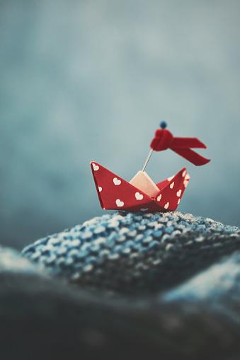 Paper Craft「Handmade origami love boat on handmade waves」:スマホ壁紙(18)