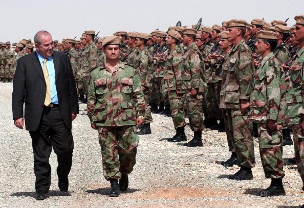 Iraqi Governing council「First Battalion Of New Iraqi Army Graduates」:写真・画像(14)[壁紙.com]