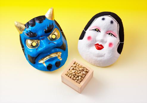 Setsubun「Two Japanese masks and box of soy beans」:スマホ壁紙(8)