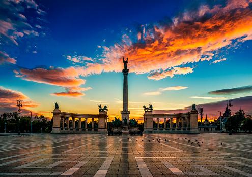 Memorial「Heroes Square at dawn, Budapest, Hungary」:スマホ壁紙(13)