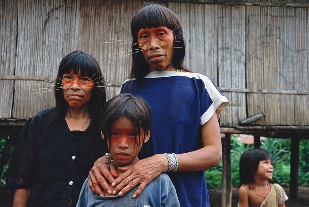 Peruvian Amazon, women and children (4-9) of Matses tribe:ニュース(壁紙.com)
