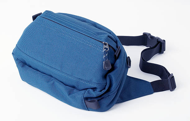 Blue belt bag:スマホ壁紙(壁紙.com)