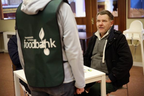Volunteer「Foodbank Charity Distibutes Aid In West London」:写真・画像(13)[壁紙.com]