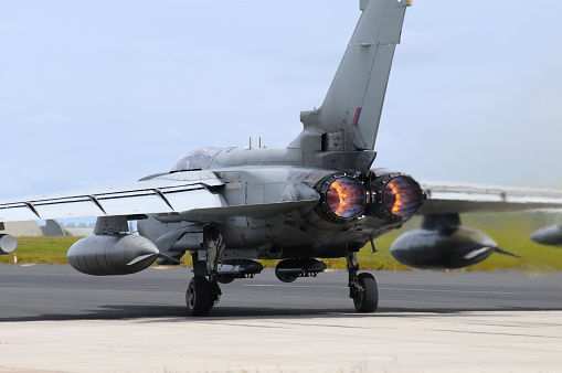 RAF「Tornado GR4 of the Royal Air Force taking off from the airbase at RAF Lossiemouth, Scotland.」:スマホ壁紙(13)