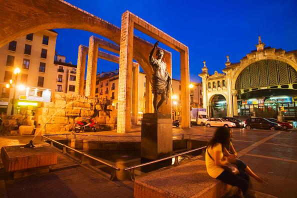Bench「Statue of Caesar Augustus in front of Central Market, dusk, Zaragoza, Spain」:写真・画像(17)[壁紙.com]