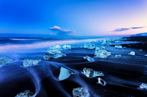 Fantasy「Iceland, view to glacial lake Jokulsarlon, glacier ice on beach at twilight」:スマホ壁紙(17)
