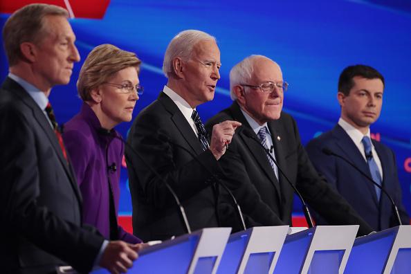 民主主義「Democratic Presidential Candidates Participate In Presidential Primary Debate In Des Moines, Iowa」:写真・画像(0)[壁紙.com]
