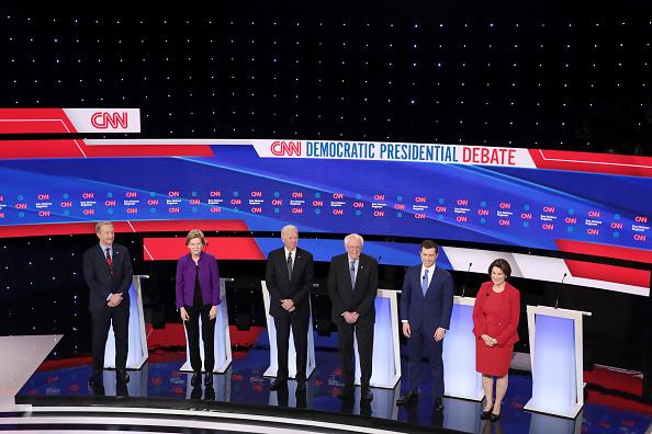 Scott Olson「Democratic Presidential Candidates Participate In Presidential Primary Debate In Des Moines, Iowa」:写真・画像(16)[壁紙.com]
