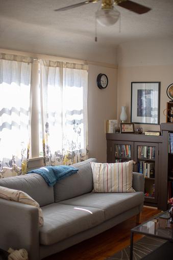 Ceiling Fan「Brightly Lit Cozy Living Room」:スマホ壁紙(19)