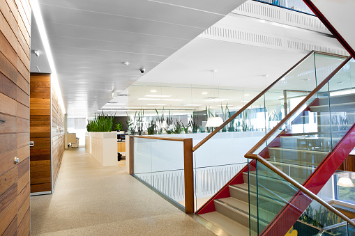 Cool「Brightly lit modern office space」:スマホ壁紙(10)