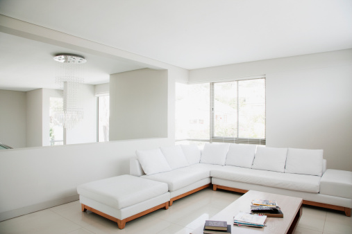 Plain「White sofa and mirror in modern living room」:スマホ壁紙(6)