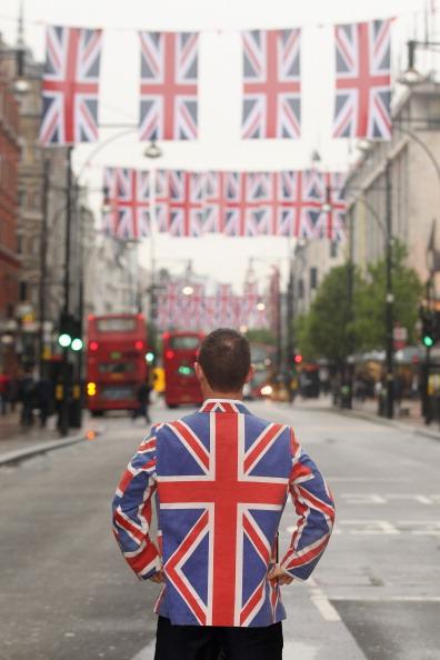 Oli Scarff「Oxford Street Launches Its Great British Fashion Flag Showcase Ahead Of The Diamond Jubilee」:写真・画像(9)[壁紙.com]