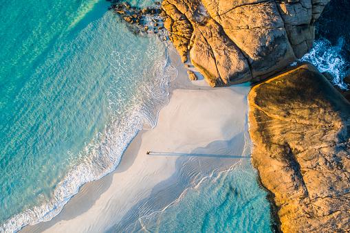 Barefoot「Coastline aerial photograph of aquamarine ocean and man walking along white sandbar beach」:スマホ壁紙(19)