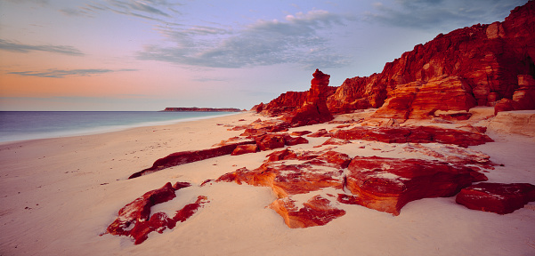 Kimberley「Coastline at dusk, Broome, Australia」:スマホ壁紙(0)