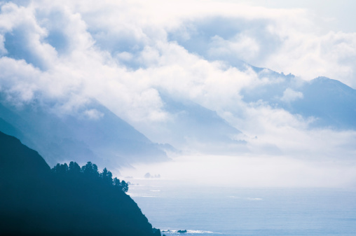 Big Sur「Coastline and clouds」:スマホ壁紙(1)