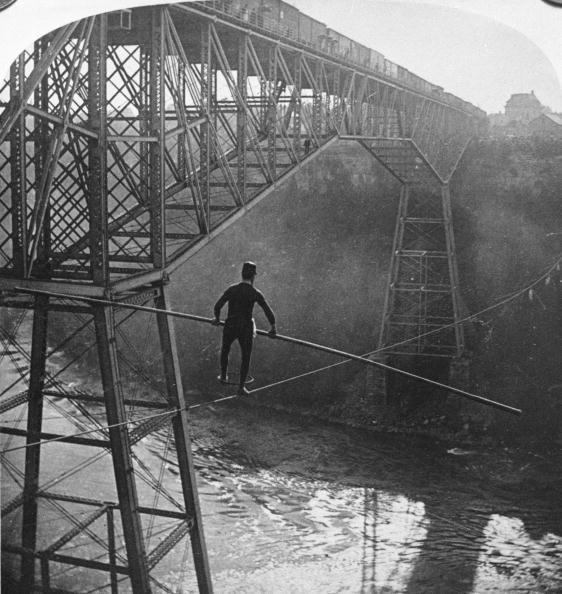 Tightrope Walking「Samuel Dixon Over Niagara Gorge」:写真・画像(6)[壁紙.com]