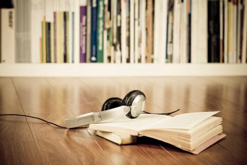 Audio Equipment「Headphones & books」:スマホ壁紙(10)