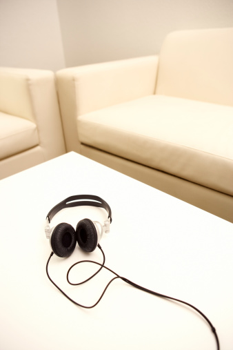 Headphones「Headphones on table」:スマホ壁紙(19)