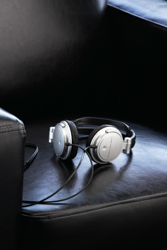 Headphone「Headphones on leather chair」:スマホ壁紙(16)