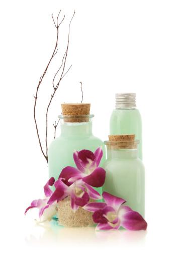 Toiletries「Green soap bottles and flowers」:スマホ壁紙(0)