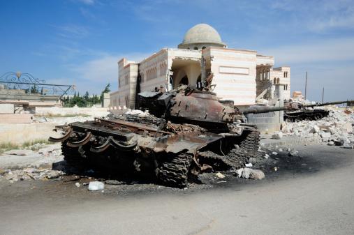Battle「A Russian T-72 main battle tank destroyed in Azaz, Syria.」:スマホ壁紙(15)