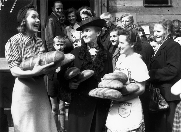 Social Services「Post War Bread」:写真・画像(11)[壁紙.com]