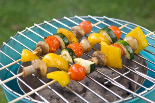 Hove「Shish-ka-bobs grilling outdoors」:スマホ壁紙(13)