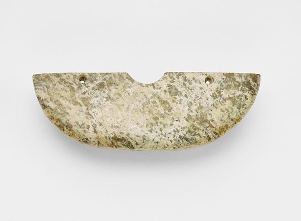 White Background「Arc-Shaped Pendant (Huang ?)」:写真・画像(18)[壁紙.com]