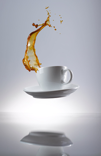 Gray Background「Coffee splashing in cup」:スマホ壁紙(1)